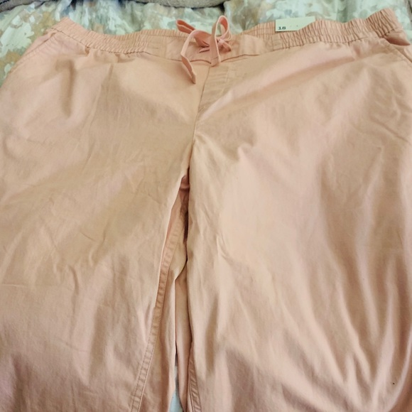 Old Navy Pants - NWT Old Navy ankle length cuffed pants
